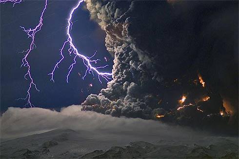 Imagens do vulcão da Islândia Eyjafjallajökul - raios