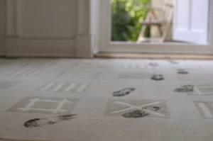 dirty-footprint-on-carpet