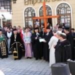 """Horă ecumenistă în Vinerea Mare la Braşov. Mai multe confesiuni, alături de ortodocși, rătăcesc pe Calea """"Crucii"""""""