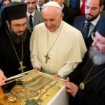 """Pas ecumenist grav al Bisericii Ortodoxe a Greciei, prin delegația Apostoliki Diakonia, care a dăruit papei o """"icoană"""" cu """"sfântul"""" Francisc de Assisi"""