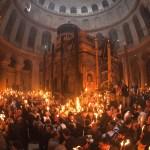 VIDEO – Venirea Sfintei Lumini la Mormântul Mântuitorului de la Ierusalim 2015