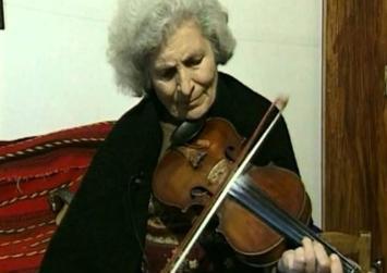 Τιμή στην πρώτη Κρητικιά που «γήτεψε» το βιολί και τη λύρα