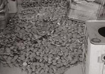 Σε δοχεία ελαιολάδου έκρυβαν 27.500 πλαστά κέρματα των 2 ευρώ!