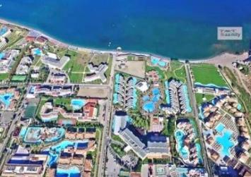 Χωριό στην Ελλάδα αντί για σπίτια έχει… πολυτελή ξενοδοχεία !(βίντεο)