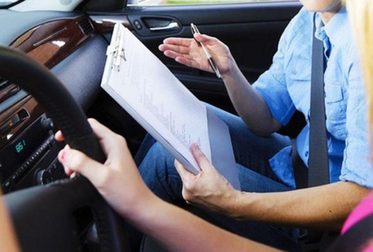 130.000πολίτες περιμένουν να εξεταστούν για απόκτηση άδειας οδήγησης
