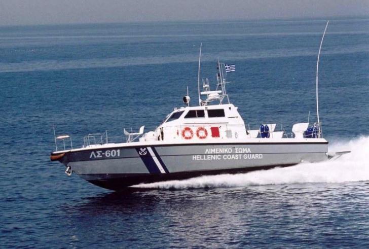 Ακυβέρνητο σκάφος με τέσσερις επιβαίνοντες στην Κίσσαμο