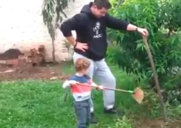 """Φοβερό βίντεο Πατέρας και γιος """" Εν δράσει"""""""