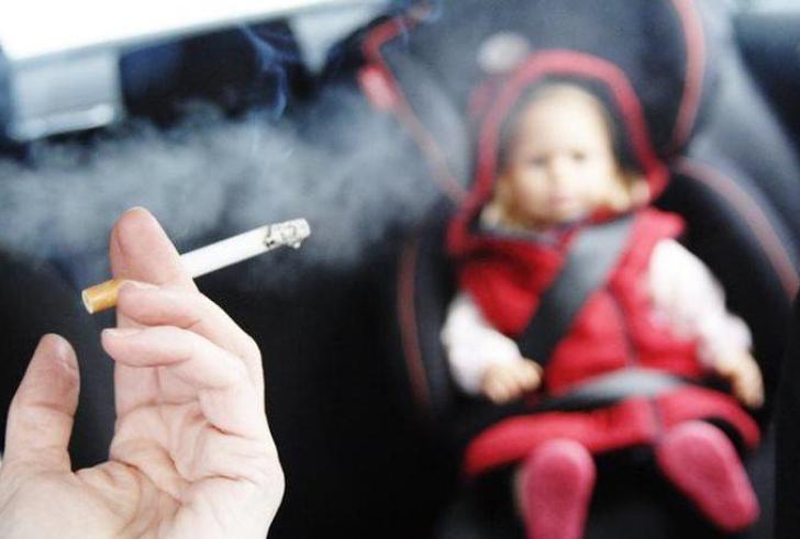 Πρόστιμο 1.500 ευρώ σε… θεριακλήδες οδηγούς με παιδιά στο αυτοκίνητο