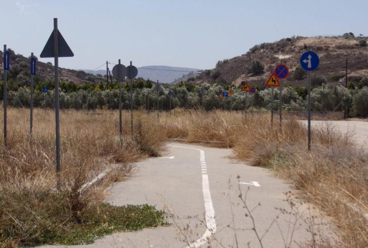 Ο δρόμος του Αφραθιά : Ένα έργο που κόστισε πολλά χρήματα όμως δεν χρησιμοποιείται !