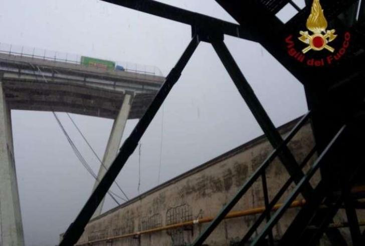 Tρόμος με κατάρρευση γέφυρας στην Γένοβα (Βίντεο+φωτο)