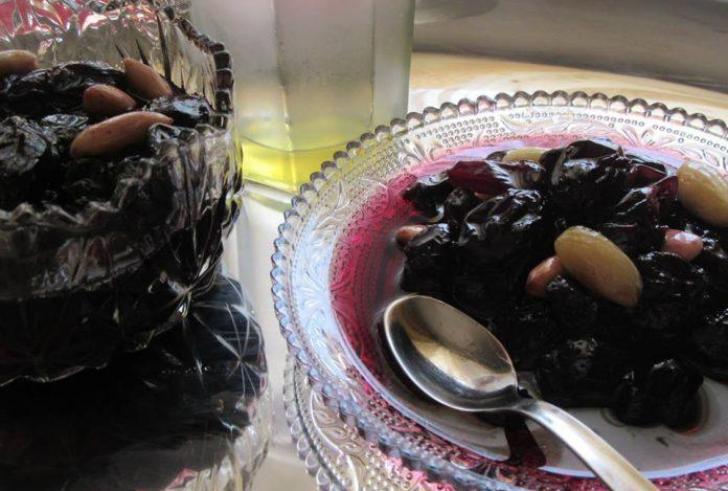 Γλυκό του κουταλιού μαύρο σταφύλι