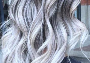 Μελαχρινό ξανθό: Δείτε το τοπ χρώμα μαλλιών για τον χειμώνα