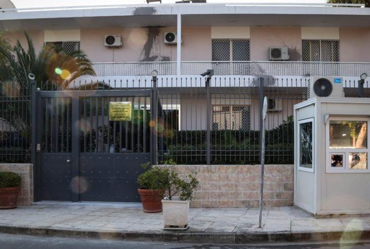 Πέθανε η σύζυγος του φρουρού της πρεσβείας που επιτέθηκε ο «Ρουβίκωνας»