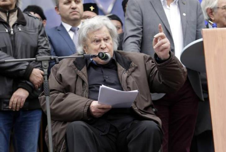 Μίκης Θεοδωράκης: Έχουμε εκχωρήσει την εθνική μας αυτοτέλεια