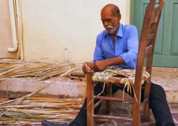 Πως φτιάχνονται οι υπέροχες ψάθινες καρέκλες της Κρήτης (βίντεο)