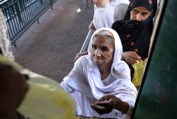 Στην «αγκαλιά» του ΔΝΤ και το Πακιστάν!