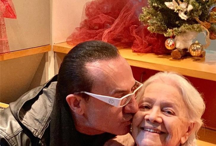Η Μαίρη Λίντα υποδέχθηκε στο γηροκομείο Αθηνών τον φίλο της Λευτέρη Πανταζή