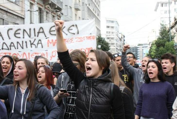 Ο Γαβρόγλου ανακοινώνει το νέο εξεταστικό σύστημα – Συλλαλητήριο μαθητών