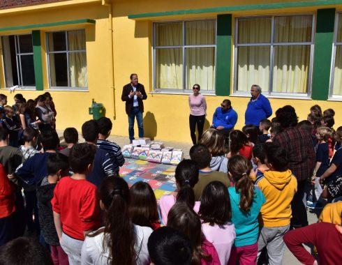 …«Μάθημα προσφοράς» στο Δημοτικό Σχολείο Πετροκεφαλίου (φώτο)