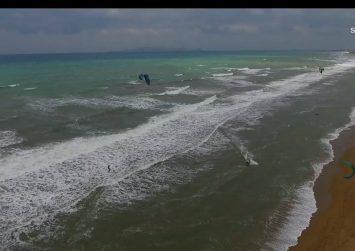 """Κρήτη: Πετώντας με τα kite surf  – Eντυπωσιακή """"μάχη"""" ανάμεσα στον άνθρωπο και τη φύση (βίντεο)"""
