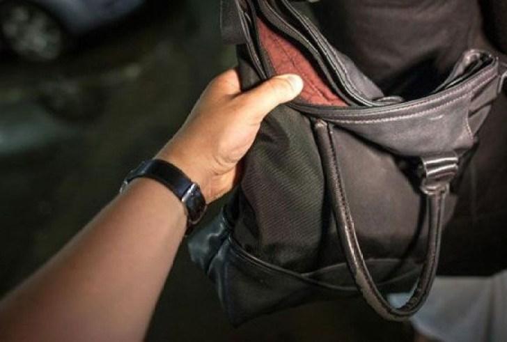 Κρήτη: Τον τσάκωσαν στα πράσα την ώρα που έκλεβε την τσάντα