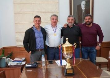 """Συνάντηση του Περιφερειάρχη Κρήτης με εκπροσώπους της ομάδας """"Φοίνικας"""" του Ρεθύμνου"""