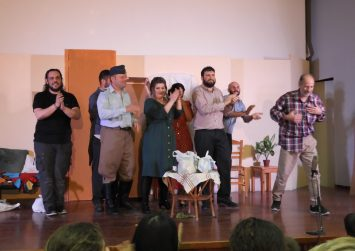 """""""Δεν πληρώνω δεν πληρώνω"""", πρεμιέρα με επιτυχία η θεατρική παράσταση στις Μοίρες (φώτο)"""