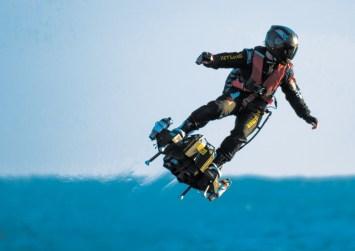 Έπεσε στην θάλασσα ο Ιπτάμενος Άνθρωπος