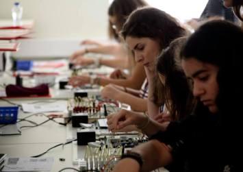 Ξεκίνησε το 1o Θερινό Σχολείο στην Επιστήμη των Η/Υ, στην Τεχνολογία, στη Μηχανική και στα Μαθηματικά