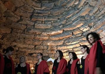 Μαγική εμπειρία υπό το φως των κεριών στη γιορτή του Αγίου Υακίνθου (φώτο)