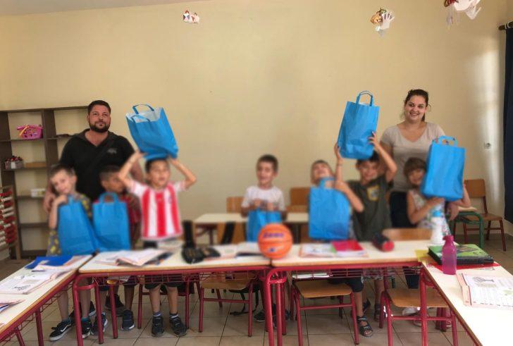 Ο Πολιτιστικός Σύλλογος Αγίας Γαλήνης μοίρασε σχολικά είδη και αθλητικό εξοπλισμό (φώτο)