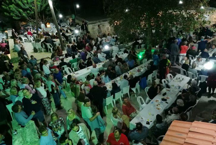 Η γιορτή ρακής στα Πιτσίδια αγκάλιασε φιλόξενα εκατοντάδες τουρίστες (φώτο)