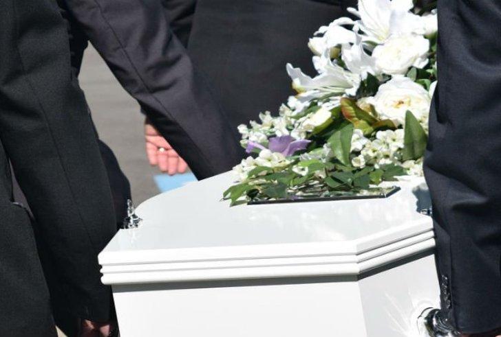 Ήταν νεκρή στο διαμέρισμά της 15 χρόνια αλλά πλήρωνε κανονικά τους λογαριασμούς της!