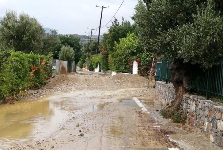 Χαλάζι, πλημμύρα και καταστροφές στην Αγία Γαλήνη (φώτο – βίντεο)