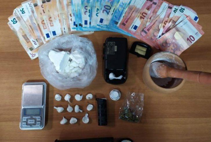 Το ζευγάρι έκρυβε με κοκαΐνη και κάνναβη στο σπίτι του (φώτο)