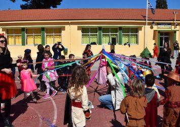 Τα παιδιά γιόρτασαν τις Απόκριες στο Πετροκεφάλι (φώτο)