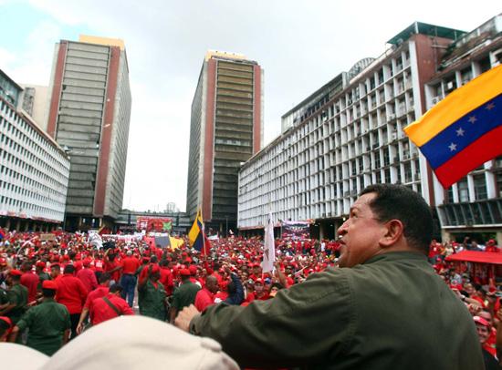 https://i0.wp.com/www.aporrea.org/imagenes/2010/07/presidente-en-plaza-caracas-.jpg