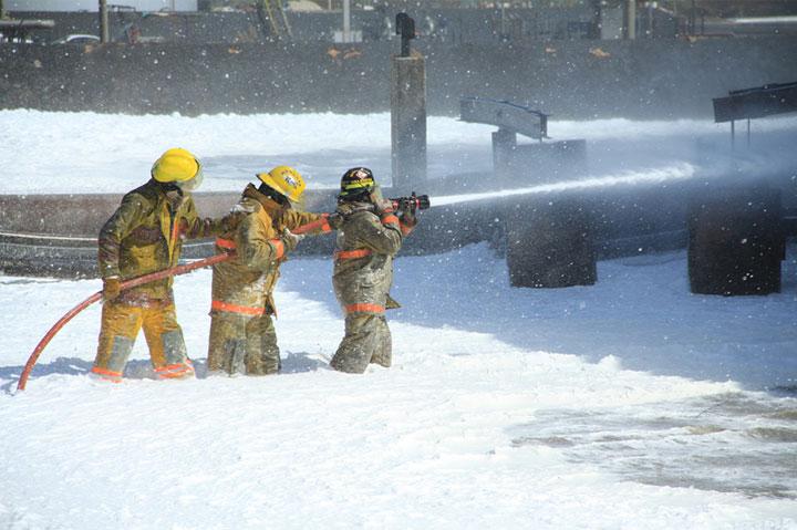 Así lucharon los bomberos para extinguir las llamas en Amuay