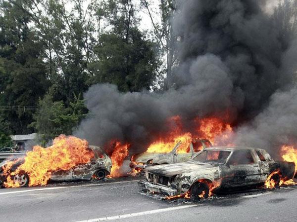Autos quemados en Jalisco