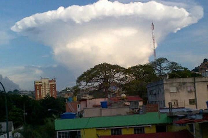 La extraña nube fue captada por los usuarios en la red social Twitter