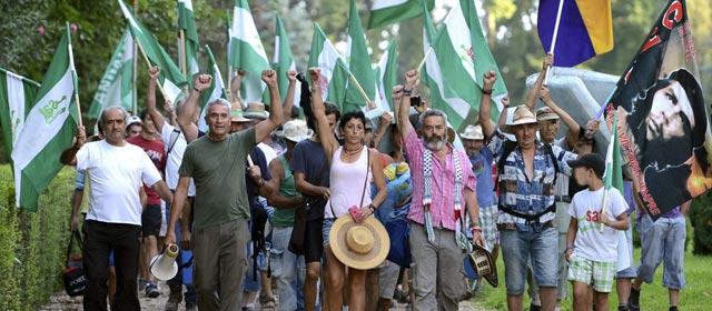 Sánchez Gordillo marchando con movimientos de desobediencia civil