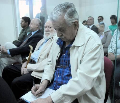 Jorge Muñoz, Fernando Manuel Saint Amant y Antonio Bossi, militares argentinos retirados, escuchan el fallo de un tribunal oral federal en San Nicolás, que los condenó a cadena perpetua por delitos de lesa humanidad