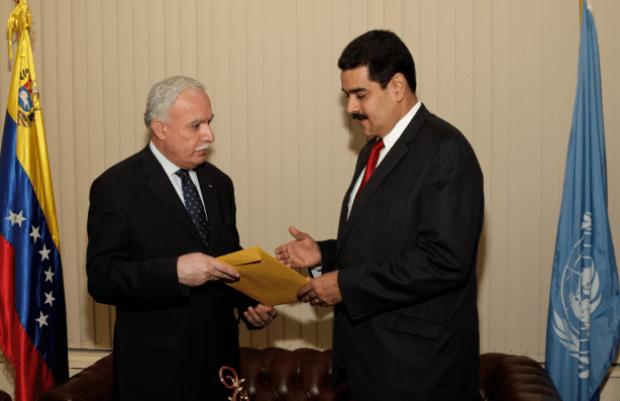 Riad Al-Maliki,ministro de Asuntos Exteriores palestino con el canciller y vicepresidente venezolano Nicolás Maduro