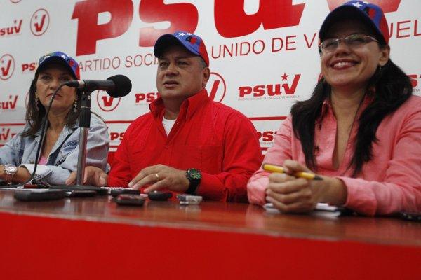 Diosdado Cabello junto a Blanca Eeckout y Jacqueline Farías