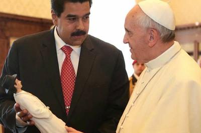 El presidente Maduro obsequia al Papa una imagen del Doctor José Gregorio Hernández