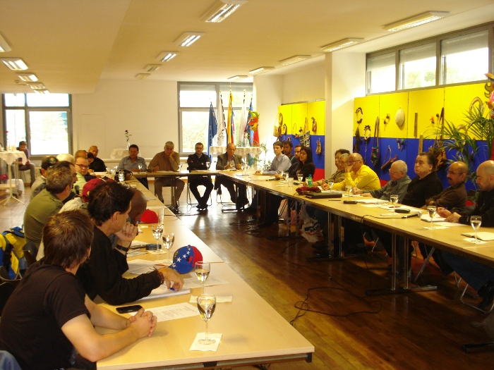 Más de 40 asistentes representantes de Movimientos políticos y sociales de Alemania, Europa y Asia