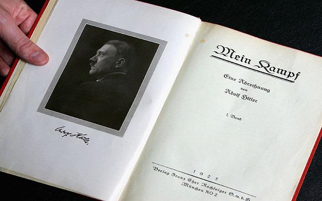 """El libro """"Mein Kampf"""" (Mi Lucha) de Adolf Hitler"""