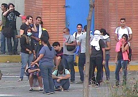 Estudiantes de derecha de la ucab prendieron guarimbas en el suroeste