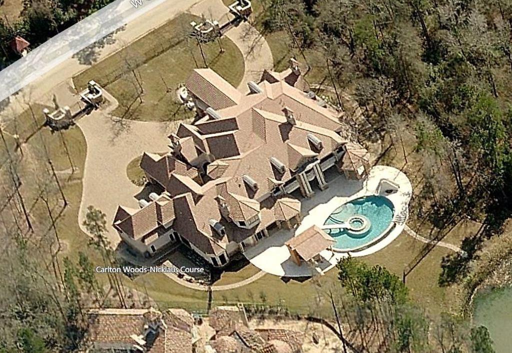 Una de las casas del petro-boliburgués Roberto Enrique Rincón Fernandez se encuentra en el area de The Woodlands, Texas, y está valorada en más de 5 millones de dólares.