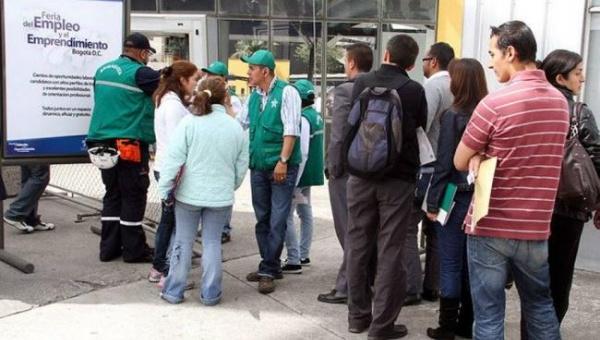 """Millones de colombianos acuden a """"ferias de empleos"""" en la búsqueda de soluciones para sus problemas subsistencia"""